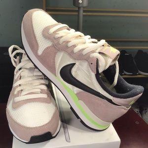 Nike Internationalist WMNS 629684-007 Shoes